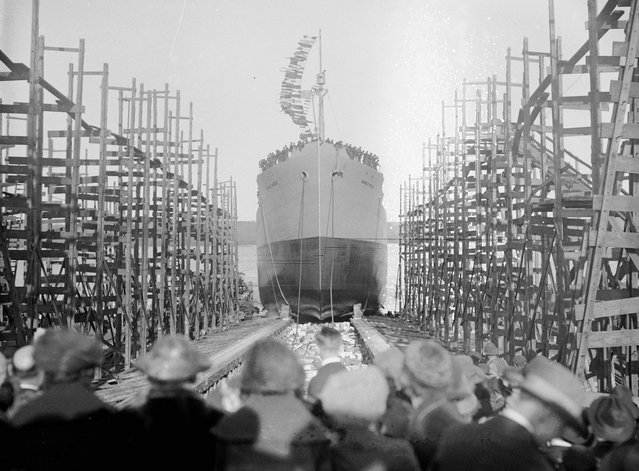 The launching of the steamer Annie E. Morse, probably at the Virginia Shipbuilding Corporation in Alexandria, Virginia, 1920. (Photo by Library of Congress)