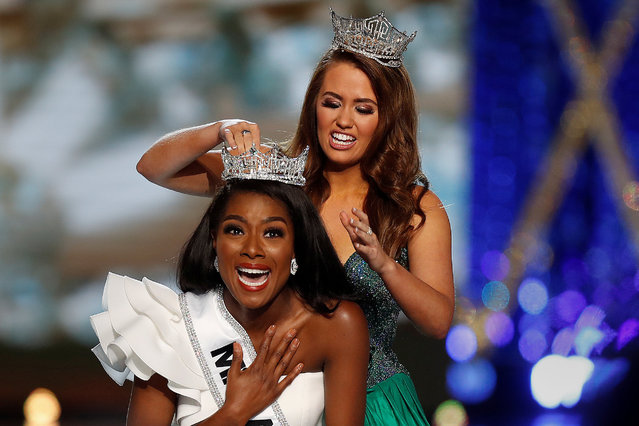 Miss New York Nia Imani Franklin has the tiara put on her by outgoing Miss America Cara Mund on stage in Atlantic City, New Jersey, U.S., September 9, 2018. (Photo by Carlo Allegri/Reuters)