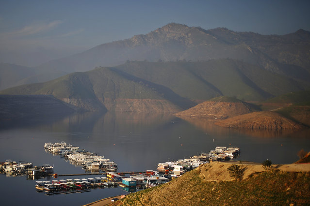 Houseboats sit on Lake Kaweah, well below the visible high-water mark in Lemon Cove, January 17, 2015. (Photo by Lucy Nicholson/Reuters)