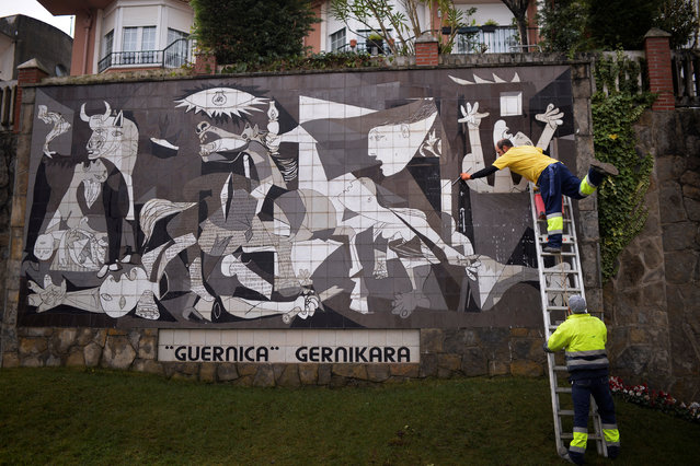 A municipal worker washes a ceramic reproduction of Spanish artist Pablo Picasso's Guernica, in the Basque town of Guernica, northern Spain, January 12, 2017. This year marks the 80th anniversary of the mural, painted in 1937 following the aerial bombing of the town by German and Italian aviation allied to Nationalist forces led by General Franco. (Photo by Vincent West/Reuters)