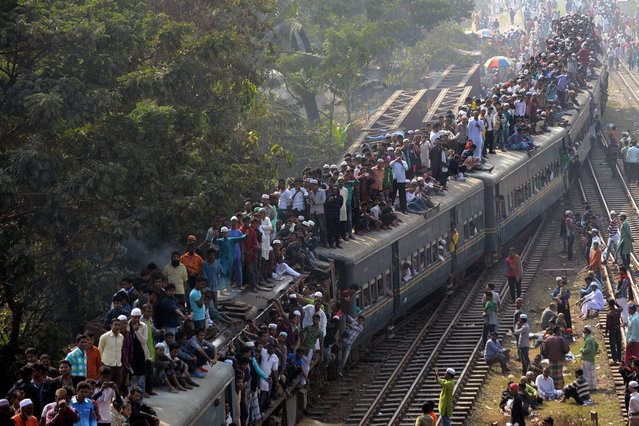Bangladeshi Muslims arrive on an overcrowded train to attend the Biswa Ijtema or World Muslim Congregation at Tongi, about 30 kms north of Dhaka on January 26, 2014. (Photo by Munir Uz Zaman/AFP Photo)