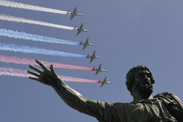 Russian Su-25 assault aircrafts release smoke in the colours of the Russian flag while flying over Moscow's Red Square, on May 7, 2015, during a rehearsal for the Victory Day military parade. (Photo by Yuri Kadobnov/AFP Photo)