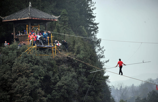 Freddy Nock of Switzerland walks on a tightrope during a competition in Wulong County, Chongqing, China, March 30, 2016. (Photo by Reuters/Stringer)