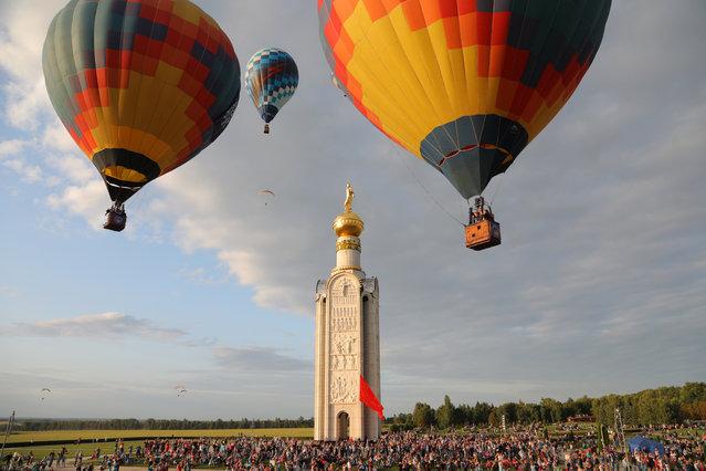 Hot air balloons during a morning flight as part of the 7th Nebosvod Belogorya (Belogorye Sky) international hot air balloon festival in the village of Dubovoye in Belgorod Region, Russia on August 2, 2019. (Photo by Anton Vergun/TASS)