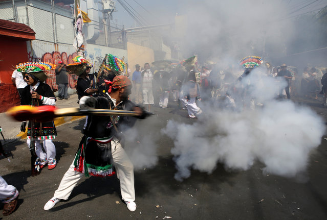 A Mexican wearing a period costume fires a homemade shotgun during a re-enactment of the battle of Puebla, along the streets in the Penon de los Banos neighbourhood of Mexico City, Mexico May 5, 2016. (Photo by Henry Romero/Reuters)