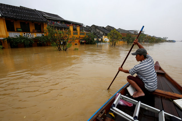A man rides a boat along the overflowing Thu Bon river in UNESCO heritage ancient town of Hoi An after typhoon Damrey hits Vietnam on November 6, 2017. (Photo by Reuters/Kham)