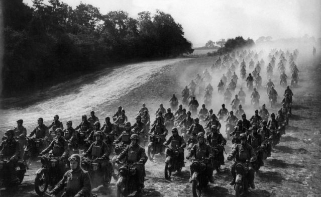 Large numbers of army motor-cyclists on powerful motor-cycles and all armed with Tommy-guns are now an important part of the British Army. Some of the scores of motor-cyclists, moving across country in formation in the Eastern Command, September 23, 1941, taking part in an exercise. (Photo by AP Photo)