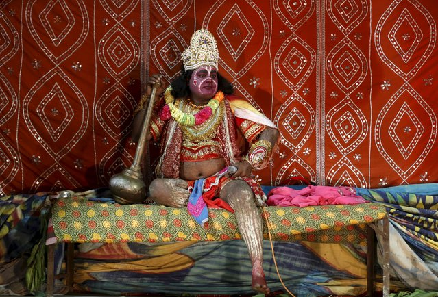 """An artist dressed as Hindu monkey god Hanuman acts in the Ramlila performance, a re-enactment of the life of Hindu Lord Rama, ahead of Dussehra in Ahmedabad, India, October 20, 2015. Effigies of the 10-headed demon king """"Ravana"""" are burnt on Dussehra, the Hindu festival that commemorates the triumph of Lord Rama over the Ravana, marking the victory of good over evil. Dussehra is celebrated on October 22. (Photo by Amit Dave/Reuters)"""