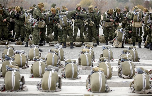 Conscripts, willing to join Russian airborne forces, get prepared before boarding a plane during parachute jumping military exercises outside the southern city of Stavropol, Russia, October 29, 2015. (Photo by Eduard Korniyenko/Reuters)