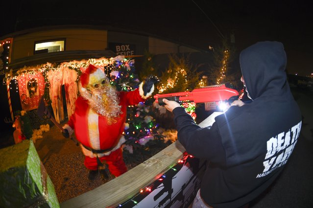 Staff of Death Yard Haunted Attraction demonstrate the Zombie Santa features at their haunted house in Hendersonville, Tennessee December 10, 2014. (Photo by Harrison McClary/Reuters)