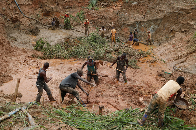 Men work at Makala gold mine camp near the town of Mongbwalu in Ituri province, eastern Democratic Republic of Congo on April 7, 2018. (Photo by Goran Tomasevic/Reuters)