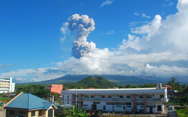 A cloud of ash shoots up to the sky as the Mayon volcano erupts about 285 miles southeast of Manila, on May 7, 2013. A mountain guide said three foreign climbers and their Filipino guide were killed when the volcano, one of the Philippines' most active volcanoes, spewed rocks and ash after a 3-year calm. (Photo by Allan Imperial/Associated Press)