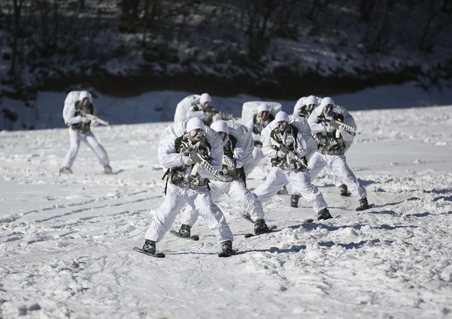 Members of the South Korean Special Warfare Forces take part in a winter exercise in Pyeongchang January 8, 2015. (Photo by Kim Hong-Ji/Reuters)