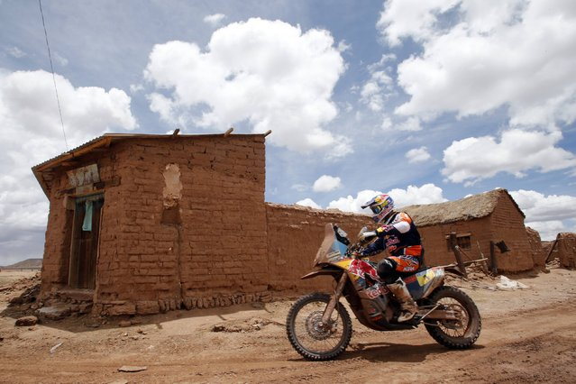 KTM rider Marc Coma of Spain rides during the 7th stage of the Dakar Rally 2015, from Iquique to Uyuni, January 11, 2015. (Photo by Jean-Paul Pelissier/Reuters)