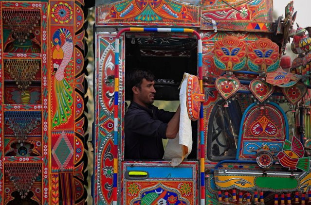 A truck driver cleans the mirror of his decorated truck in Charsadda outside Peshawar, Pakistan October 18, 2016. (Photo by Fayaz Aziz/Reuters)