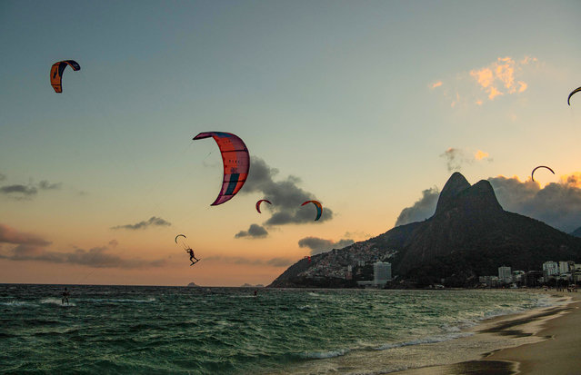 Kite surfers are seen on Ipanema beach in Rio de Janeiro, Brazil, on April 12, 2021. (Photo by Carl de Souza/AFP Photo)