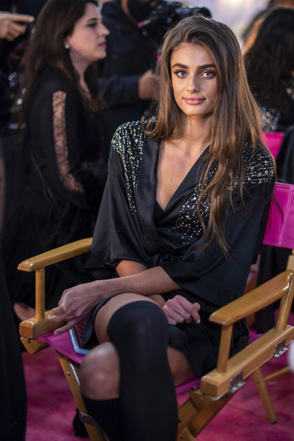 Taylor Hill appears backstage during hair and makeup at the 2018 Victoria's Secret Fashion Show at Pier 94 on Thursday, November 8, 2018, in New York. (Photo by Charles Sykes/Invision/AP Photo)