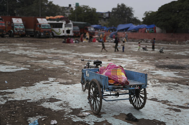 An Indian rickshaw cart puller sleeps in his cart in New Delhi, India, Wednesday, February 20, 2019. Millions of Indians live on less than $2 a day. (Photo by Altaf Qadri/AP Photo)