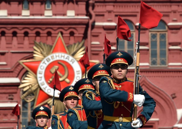 Russian soldiers take part in a rehearsal for the Victory Day military parade on May 7, 2015 on Red Square in Moscow. (Photo by Kirill Kudryavtsev/AFP Photo)