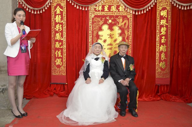 Yan Zhengming (R), 94, and his wife Zhou Suqing (C), 90, attend their wedding ceremony at their home, on the 70th anniversary of their marriage, in Quxian county of Dazhou, Sichuan province, China, May 15, 2015. (Photo by Reuters/Stringer)