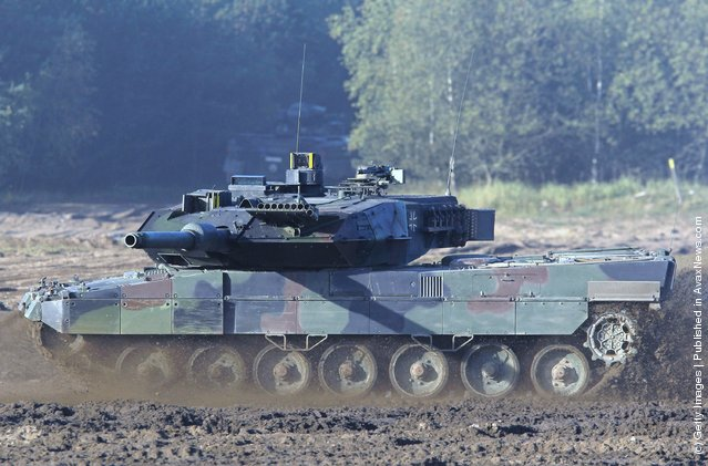 A Lepoard 2 battle tank