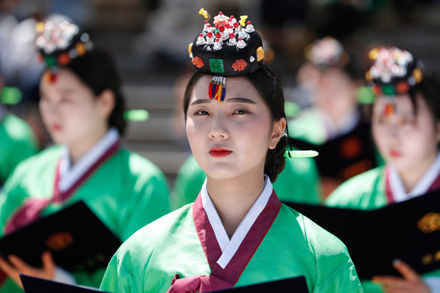 Twenty-year-old South Koreans wearing traditional costumes participate in the 47th Coming of Age Day ceremony at Namsangol Hanok Village in Seoul, South Korea, 20 May 2019. The Coming of Age Day is the day to celebrate and encourage youth who have reached the age of 20, which is considered the beginning of adulthood in South korean culture. (Photo by Jeon Heon-Kyun/EPA/EFE)