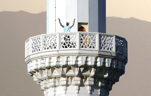 Local imam calls for prayer from the minaret of a mosque in Ashgabad, August 19, 2007. (Photo by Zhao Tsun Hsiung/Reuters)