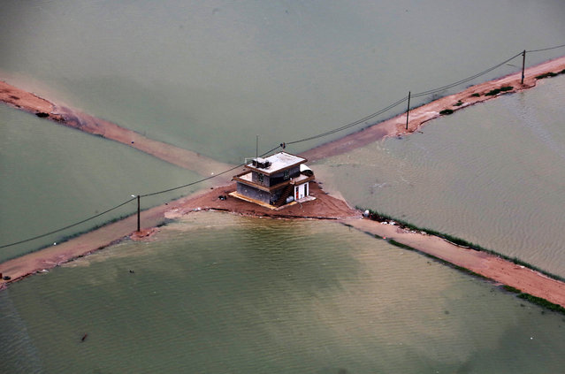 A general view shows the flooded Azadeghan plain in the village of Susangerd in Iran's Khuzestan province on April 09, 2019. Iranian authorities yesterday evacuated patients from a hospital threatened by floodwaters in the southwestern city of Ahvaz, the semi-official news agency ISNA reported. Iran has been hit by several weeks of unprecedented flooding across most of the usually arid country that has killed 70 people, according to the emergency services. (Photo by Atta Kenare/AFP Photo)