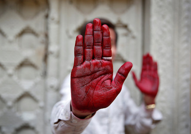 A Hindu devotee displays his inked hand after taking part in the religious festival of Holi in Vrindavan, in the northern state of Uttar Pradesh, India, March 8, 2017. (Photo by Cathal McNaughton/Reuters)