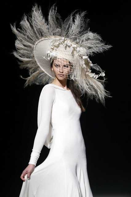 A model presents a creation by Isabel Zapardiez at the Barcelona Bridal Fashion Week, in Barcelona, Spain, 28 April 2016. (Photo by Alejandro Garcia/EPA)