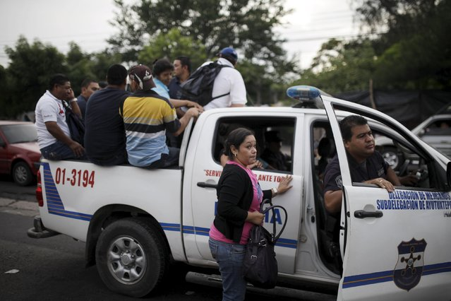 People use a police patrol car as transportation during the second day of a suspension of public transport services in Mejicanos, El Salvador July 28, 2015. (Photo by Jose Cabezas/Reuters)