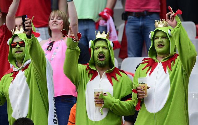 Austria fans wait for the start of the Euro 2016 group F football match between Iceland and Austria at the Stade de France stadium in Saint-Denis, near Paris on June 22, 2016. (Photo by Tobias Schwarz/AFP Photo)