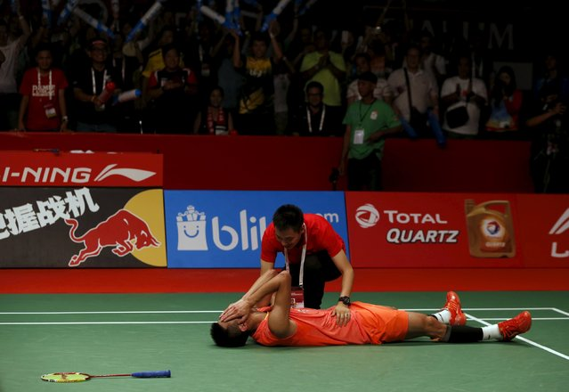 China's Chen Long reacts with his coach after beating Malaysia's Lee Chong Wei during their men's singles finals badminton match at the BWF World Championships in Jakarta, August 16, 2015. (Photo by Reuters/Beawiharta)