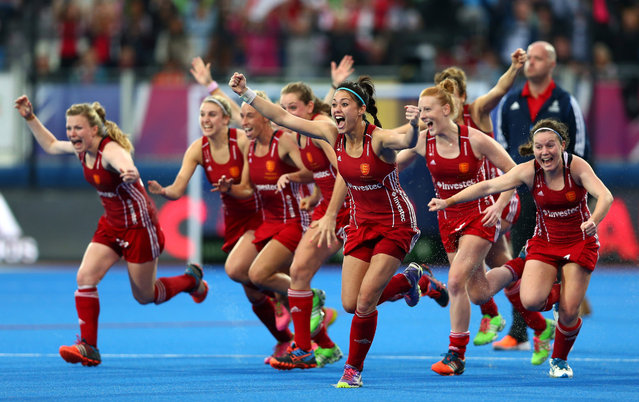 The England team celebrate victory after winning on penalties during the EuroHockey Womens Gold Medal match between England and The Netherlands at Lee Valley Hockey and Tennis Centre on August 30, 2015 in London, England. (Photo by Dan Mullan/Getty Images)