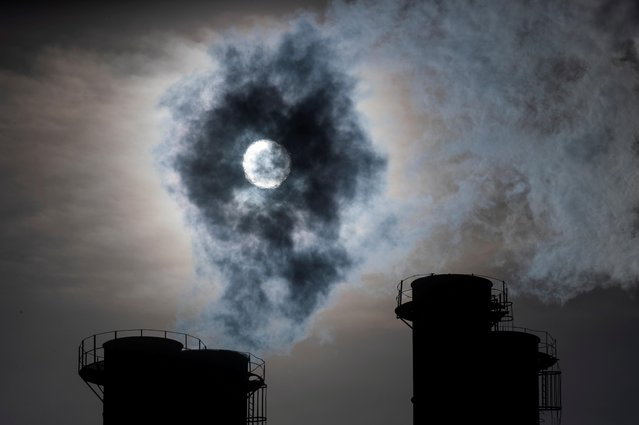 Sun shines through steam rising from chimneys of a power plant in Moscow, Russia on November 13, 2019. (Photo by Maxim Shemetov/Reuters)