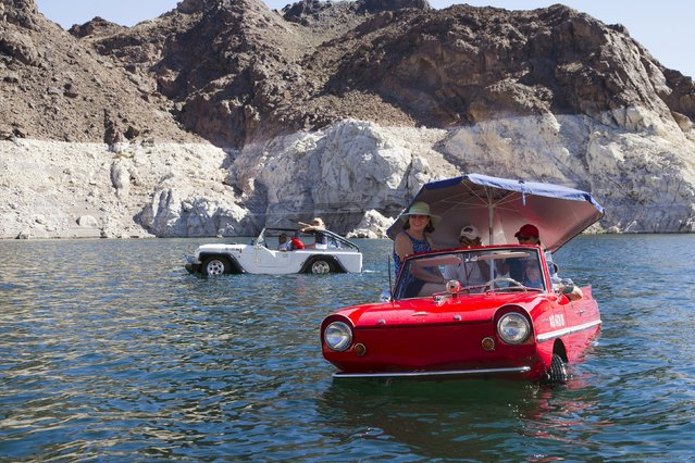 A Panther WaterCar (L) driven by Bob Davis of Bullhead City, Arizona and a 1963 Amphicar, driven by Rob Vondracek of Fountain Hills, Arizona, float in Lake Mead near Hoover Dam during the first Las Vegas Amphicar Swim-in near Las Vegas, Nevada October 9, 2015. (Photo by Steve Marcus/Reuters)