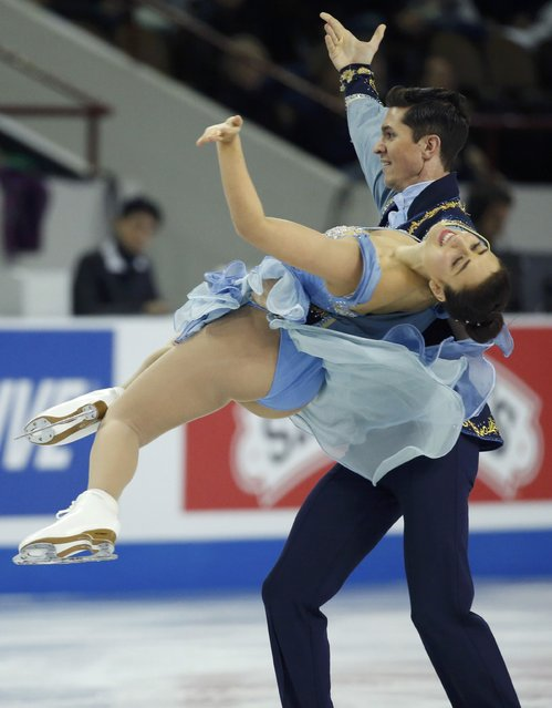 Anastasia Cannuscio and Colin McManus of the U.S. perform during the ice dance short program at the Skate America figure skating competition in Milwaukee, Wisconsin October 23, 2015. (Photo by Lucy Nicholson/Reuters)