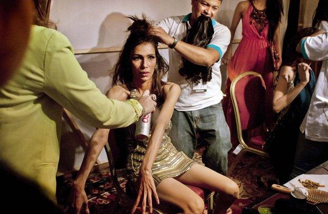 Model Fayezah Ansari, gets ready backstage during  Pakistan Fashion Week, in Karachi, on April 10, 2013. (Photo by Shakil Adil/Associated Press)