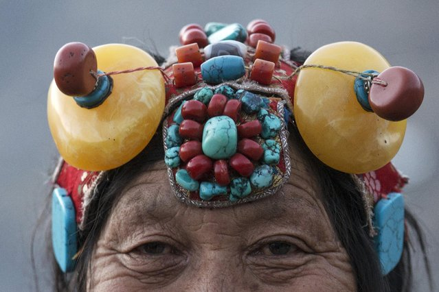 An ethnic Tibetan woman from Kham area wears traditional amber and other stone headwear at the Larung Wuming Buddhist Institute, located some 3700 to 4000 metres above the sea level in remote Sertar county, Garze Tibetan Autonomous Prefecture, Sichuan province, China November 1, 2015. (Photo by Damir Sagolj/Reuters)