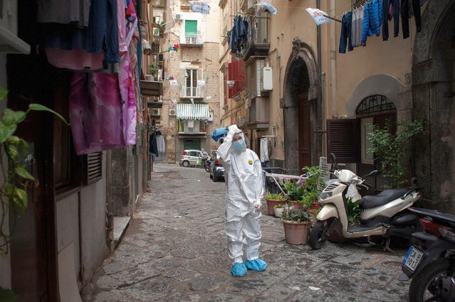 A healthcare worker wearing a protective suit walks through the Quartieri Spagnoli (Spanish Quarters) to screen people for coronavirus (Covid-19) during the pandemic in Naples, Italy on November 17, 2020. Medical workers collect swab samples from a popular area called Quartieri Spagnoli (Spanish Quarters) in Naples during the red-zone period. Home testing and the establishment of multiple Special Assistential Continuity Units (U.S.C.A.) should have been implemented for the second wave, especially for those living in highly dense populated area and low income. (Photo by Valeria Ferraro/SOPA Images/Rex Features/Shutterstock)
