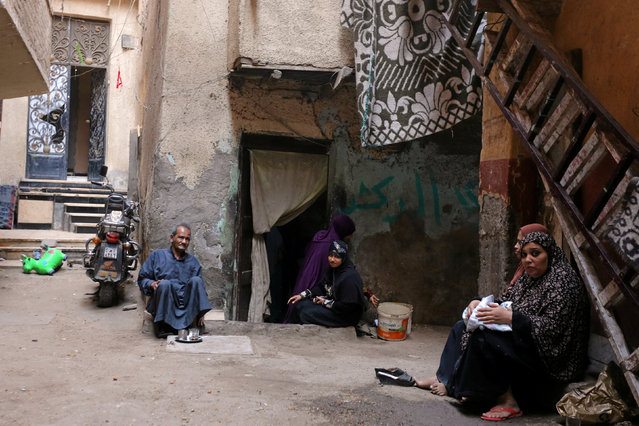 Residents sit outside their homes in Ezbet Khairallah in Cairo, Egypt October 4, 2016. (Photo by Mohamed Abd El Ghany/Reuters)