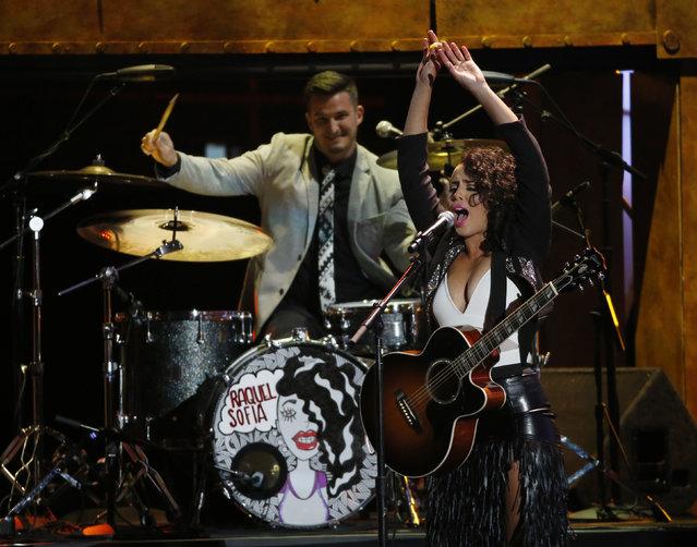 "Raquel Sofia performs ""Te Amo Idiota"" during the Latin Recording Academy Person of the Year gala honoring Brazilian singer Roberto Carlos in Las Vegas, Nevada November 18, 2015. (Photo by Mario Anzuoni/Reuters)"
