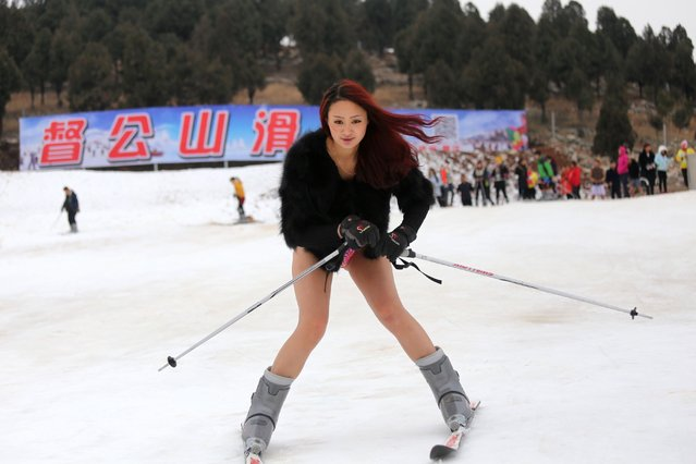 """A young woman wearing no trousers hits the ski slopes at a ski resort in Xuzhou, in east China's Jiangsu province on January 13, 2015 in a promotional effort to equal """"No Pants Subway Ride"""", which was marked on January 11 this year. (Photo by AFP Photo)"""