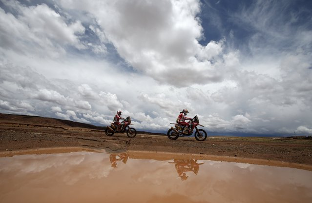 Honda riders Helder Rodrigues and Paulo Goncalves, both of Portugal, ride during the 7th stage of the Dakar Rally 2015, from Iquique to Uyuni, January 11, 2015. (Photo by Jean-Paul Pelissier/Reuters)