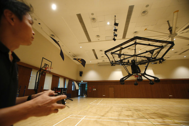 Kenny Chua pilots the Snowstorm, a personal flying machine built by a group of engineering students of the National University of Singapore (NUS), at NUS gymnasium in Singapore December 10, 2015. (Photo by Edgar Su/Reuters)