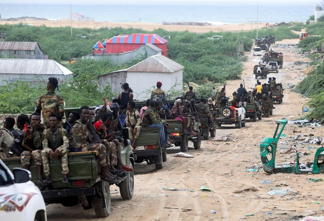Somali military opposition troops from Hawiye clan move to their barracks after reaching an agreement with the prime minister following clashes over the tenure of the president in Mogadishu, Somalia on May 7, 2021. (Photo by Feisal Omar/Reuters)