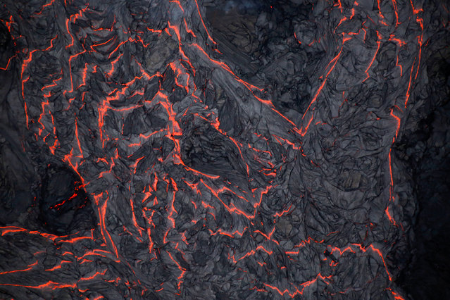Lava flows on the outskirts of Pahoa during ongoing eruptions of the Kilauea Volcano in Hawaii, June 5, 2018. (Photo by Terray Sylvester/Reuters)