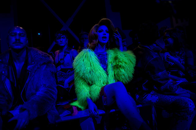A spectator waits for the start of the Jeremy Scott show during Fashion Week in New York, Thursday, February 8, 2018. (Photo by Andres Kudacki/AP Photo)