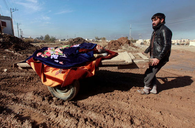 A man pushes a cart with a wounded from the clashes, eastern Mosul, Iraq, January 12, 2017. (Photo by Alaa Al-Marjani/Reuters)