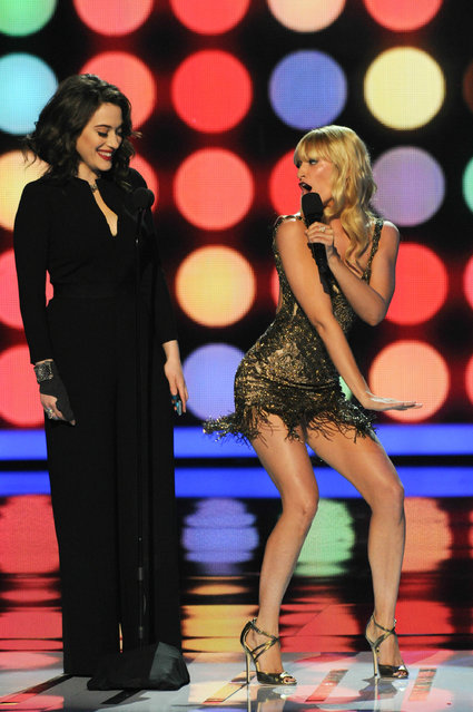 Co-hosts Kat Dennings (L) and Beth Behrs onstage at The 40th Annual People's Choice Awards show at Nokia Theatre LA Live on January 8, 2014 in Los Angeles, California. (Photo by Allen Berezovsky/WireImage)